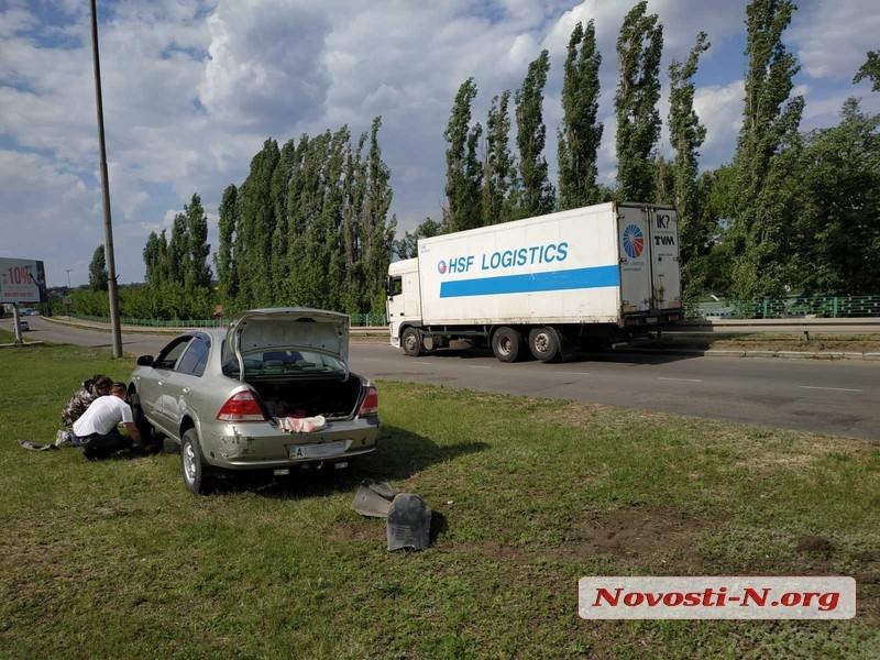 В центре Первомайска столкнулись легковушка «Ниссан» и грузовик «ДАФ»