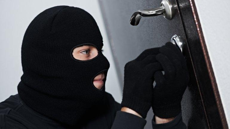 У николаевца неизвестные украли из квартиры более полумиллиона гривен