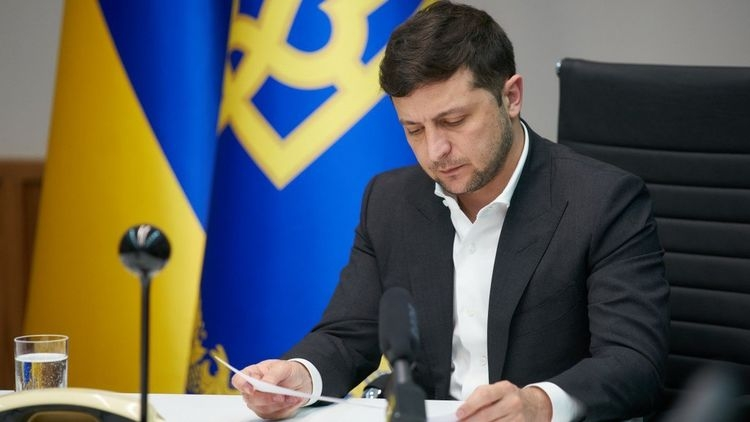 Зеленский в Раде и призвал депутатов принять «антиколомойский» закон