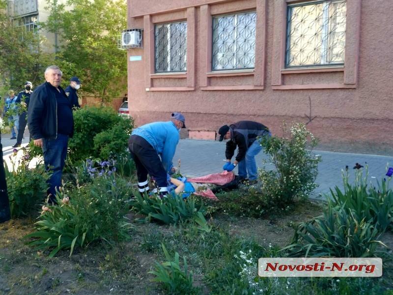 В Николаеве мужчина разбился, упав с 10 этажа