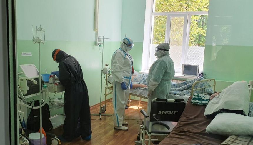 В Николаеве бригада областных специалистов спасла жизнь пациенту с COVID-19
