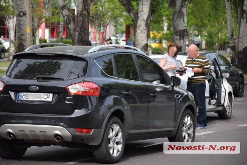В центре Николаева столкнулись «Форд» и «ЗАЗ»