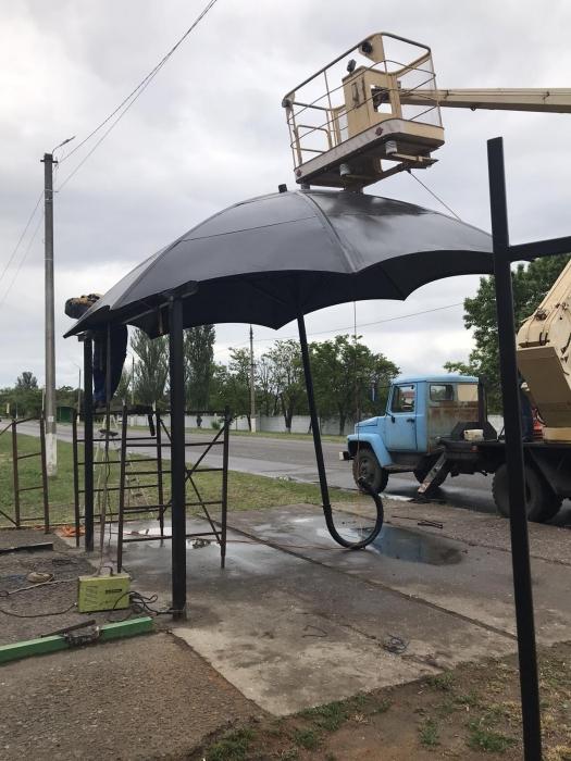 На Николаевщине устанавливают креативные остановки-зонтики