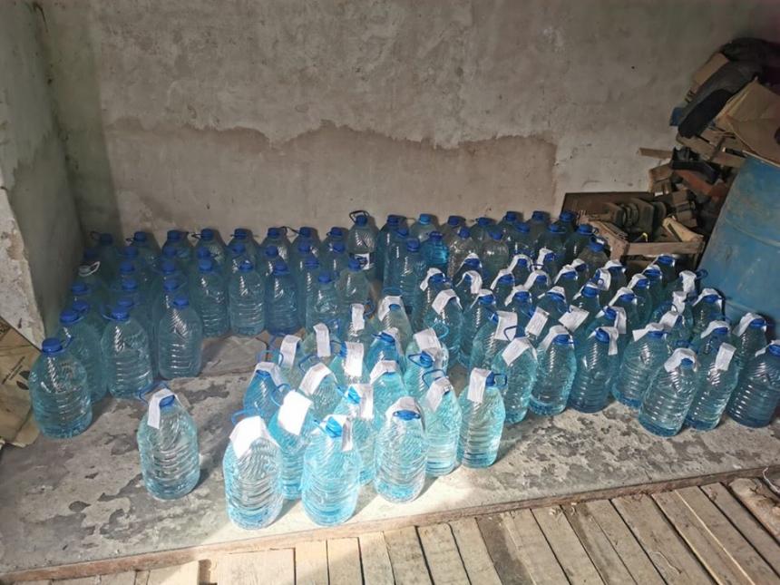 В Николаеве мужчина сбывал фальсификат: изъято 2690 литров алкоголя