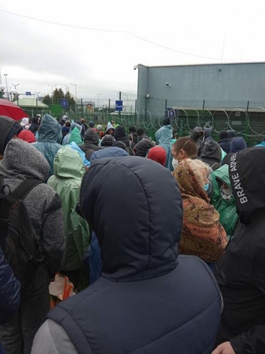На границе с Польшей выстроилась огромная очередь из украинских заробитчан