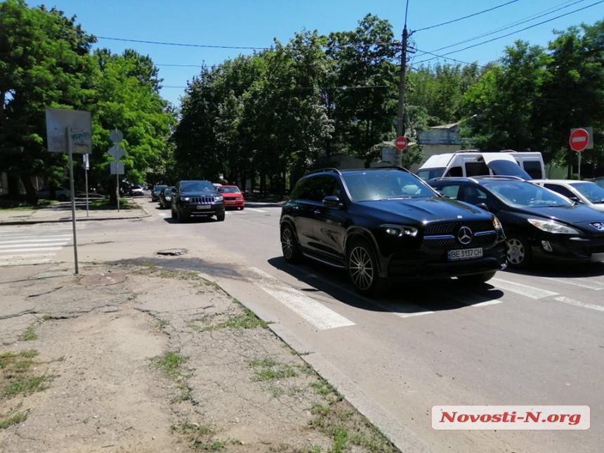 В центре Николаева столкнулись три автомобиля