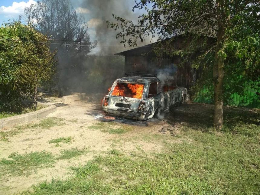 На Николаевщине сгорел гараж и 2 автомобиля