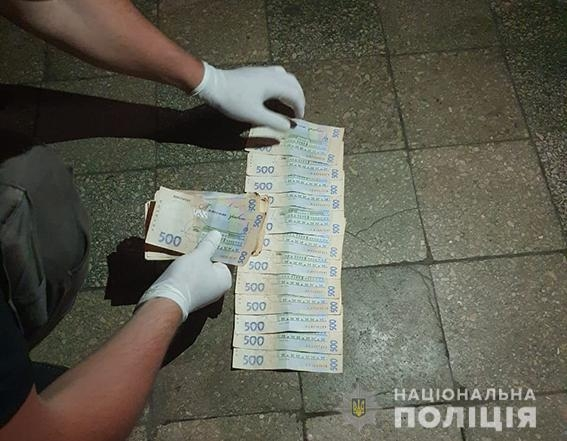 Николаевского полицейского задержали на взятке в 800 долларов