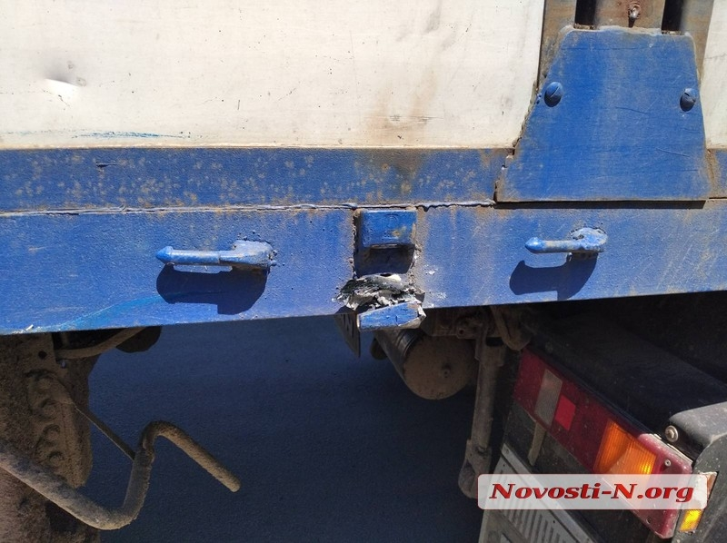 В Корабельном районе Николаева столкнулись грузовик и «Мазда»