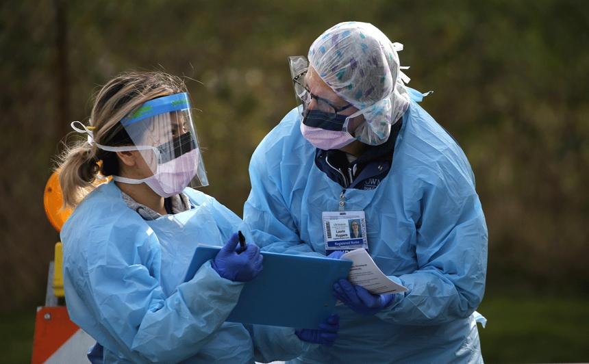 За сутки коронавирусом в Украине заразилась почти сотня медиков