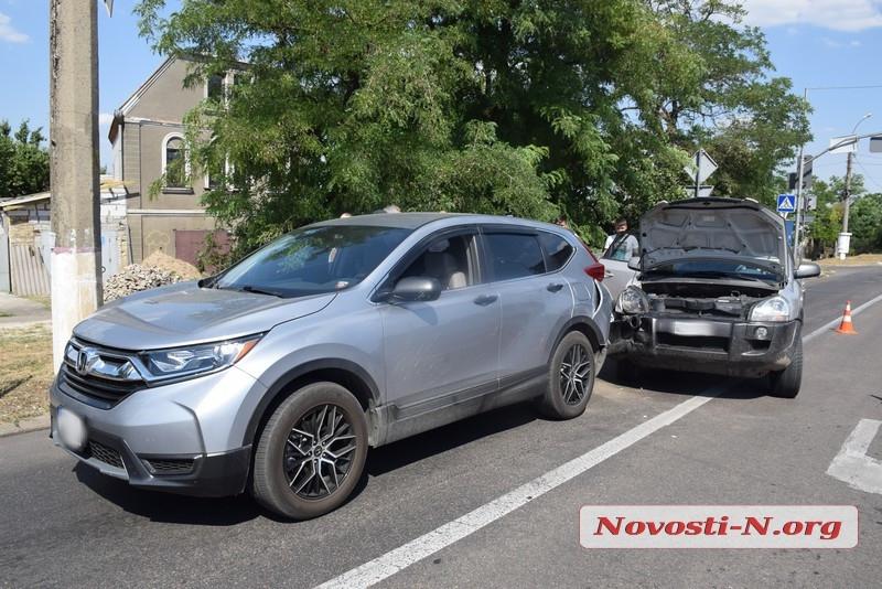 В Николаеве столкнулись Hyundai Tucson и Honda CR-V