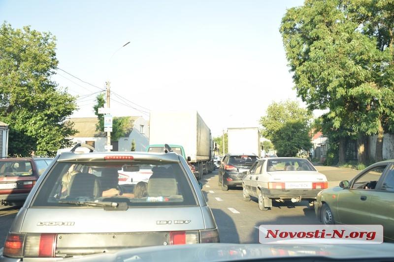 На въезде в Николаев со стороны Одессы километровая пробка
