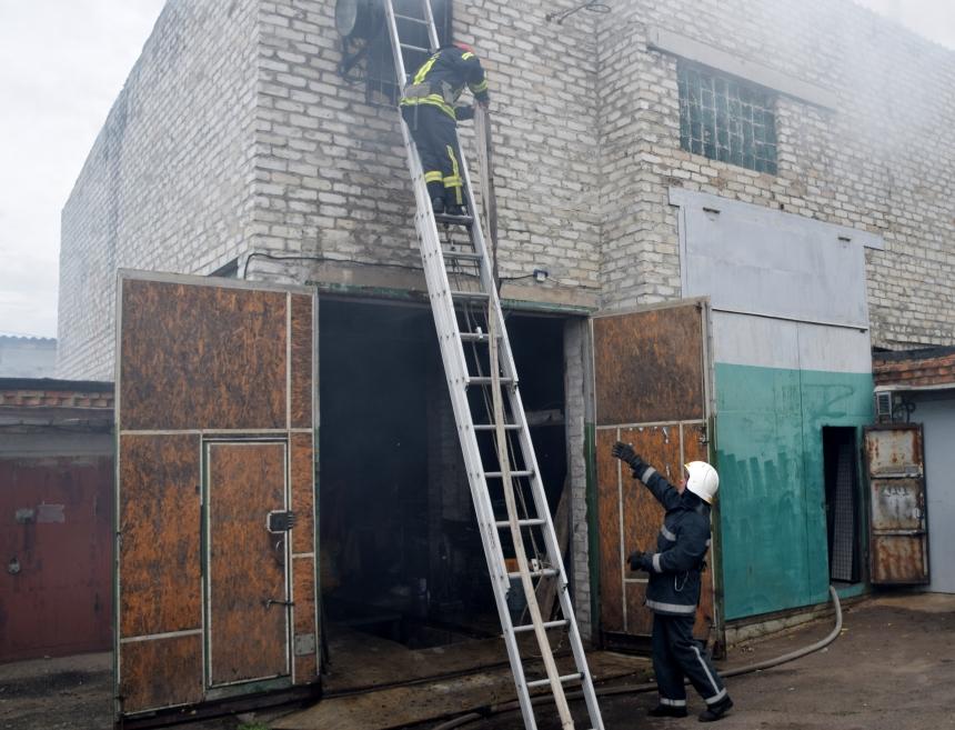 В Николаеве горел гаражный кооператив