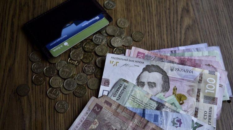 В июне средняя зарплата в Украине выросла почти на 1000 гривен - Госстат