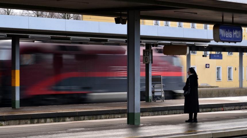 «Укрзалізниця» отменила остановки в городах «красной зоны»: где поезда не останавливаются
