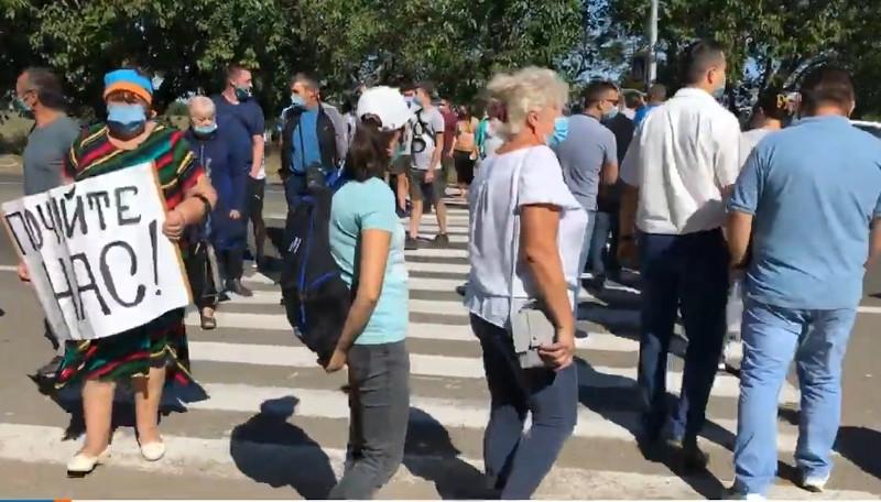 Под Николаевом протестующие перекрыли международную трассу