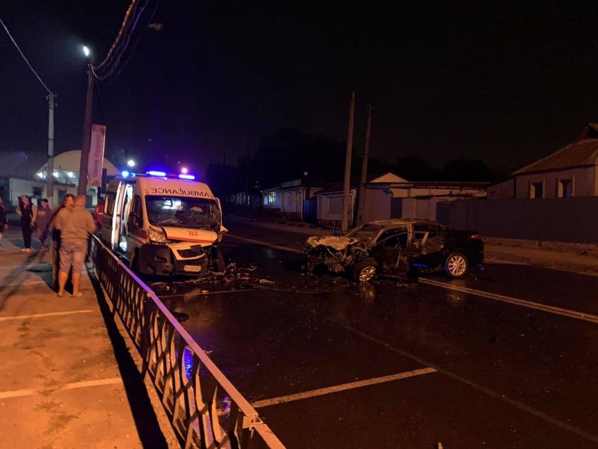 В Харькове «скорая» с беременной попала в ДТП: авто загорелось. ВИДЕО