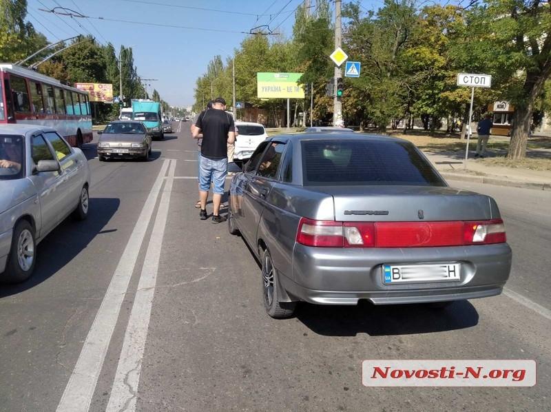 В Николаеве столкнулись «ВАЗ» и «Рено»