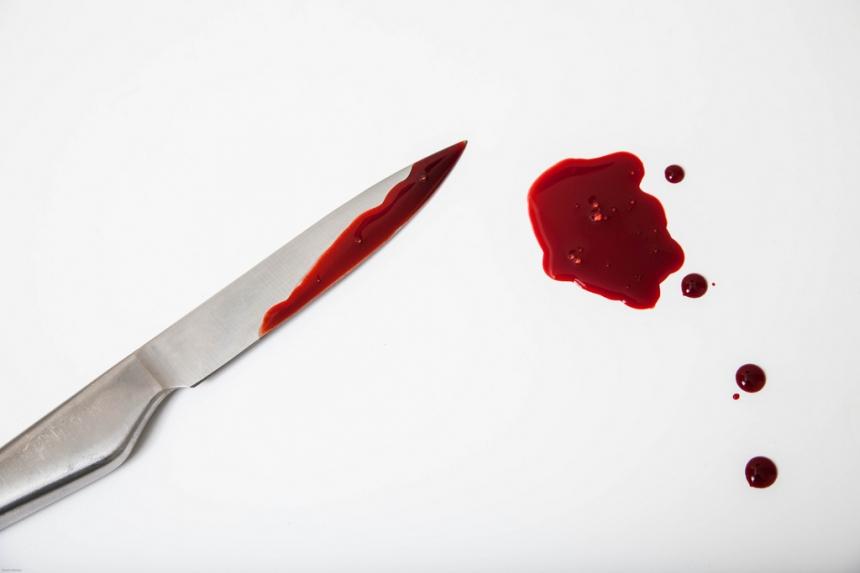 В Каменском мужчина трижды ударил ножом 12-летнюю девочку в ее День рождения