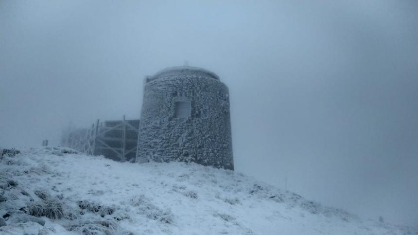 В Карпатах 2 градуса мороза и выпал снег