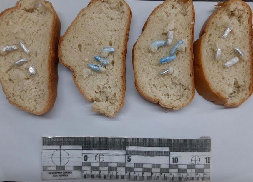 Заключенному Николаевского СИЗО в нарезном хлебе передали наркотики