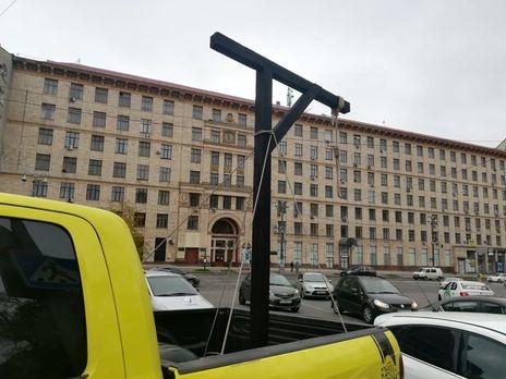 Активисты установили виселицу под домом главы КСУ Тупицкого