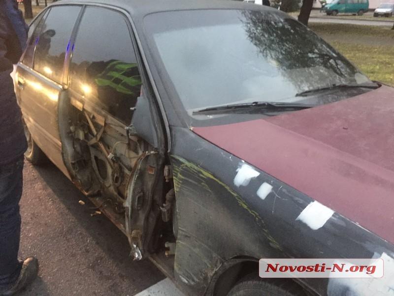 В Николаеве «Опель» столкнулся с трактором «электротранса»