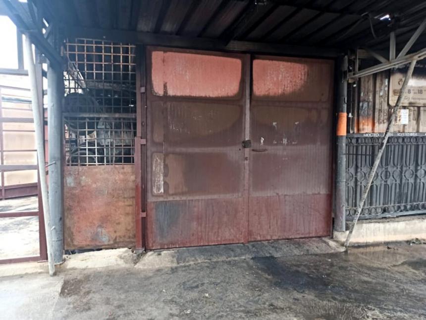 В Южноукраинске неизвестные подожгли склад с шинами и автозапчастями