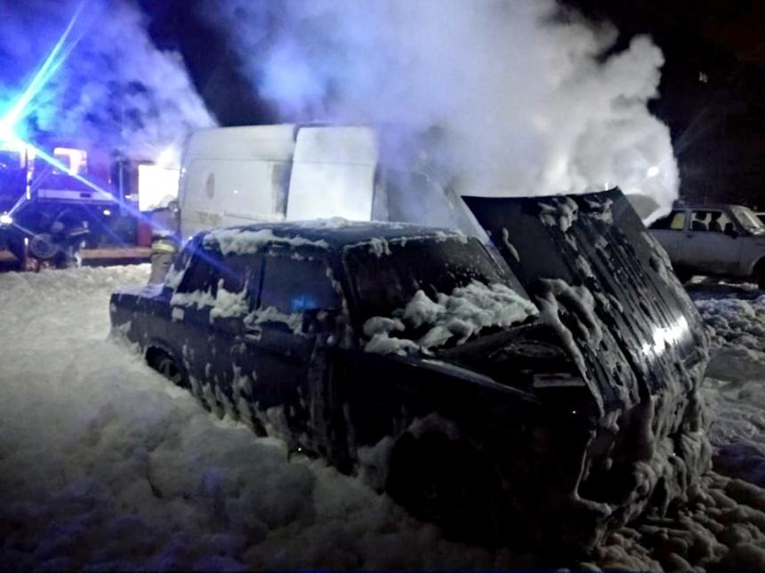 Ночью в Николаеве сгорел припаркованный «Мерседес»