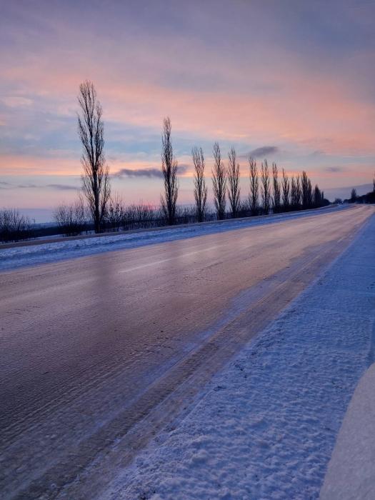 Гололед, автомобили в кюветах: оперативная ситуация по дорогам Николаевской области