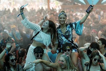 Крупнейший музыкальный фестиваль мира вновь отменили из-за пандемии