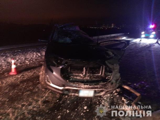 В Киевской области джип врезался в бензовоз, скрываясь от полиции
