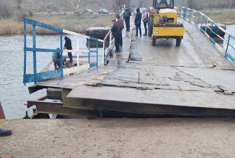 В Николаевской области из-за фуры «утонул» мост