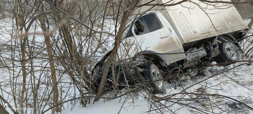 Непогода в Николаевской области: спасатели достают из снежных заносов автомобили