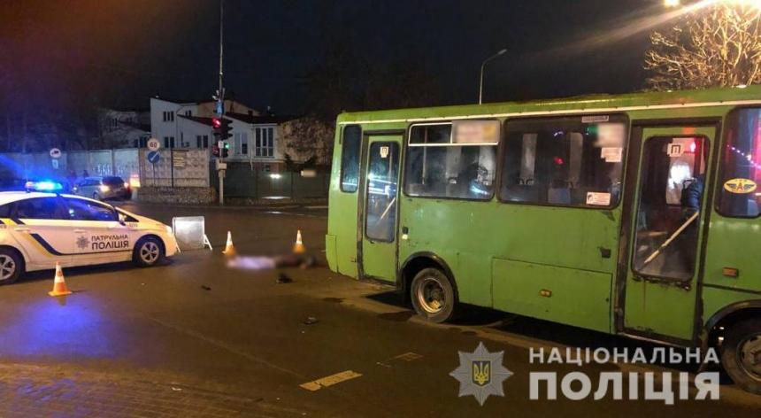 В Одессе мужчину сбила машина и переехал автобус
