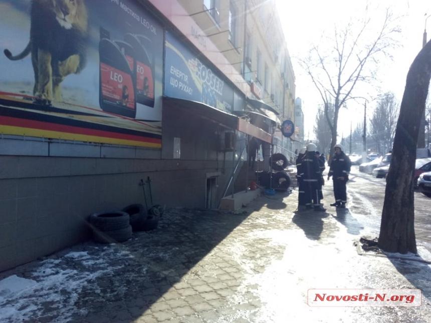 В центре Николаева горел шиномонтаж — пострадал мужчина
