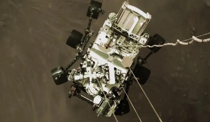 В НАСА опубликовали присланные марсоходом Perseverance первые фото Красной планеты