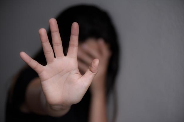 В Николаевской области отчим развращал трех несовершеннолетних девочек