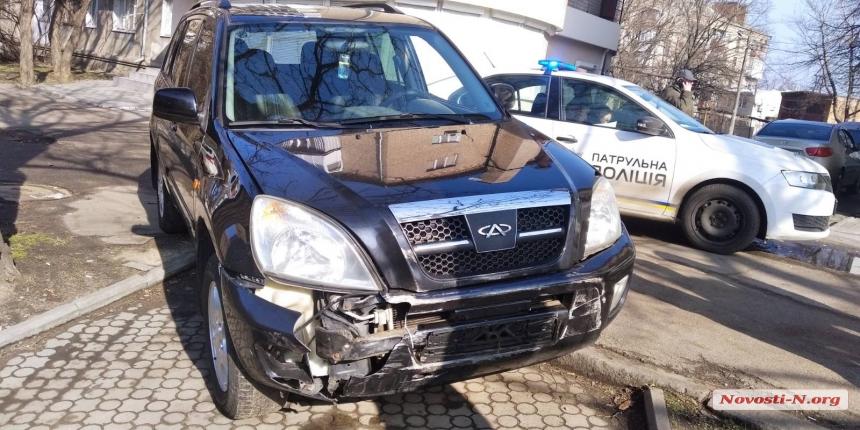 В Николаеве автомобиль «Чери» врезался в «Вольво»