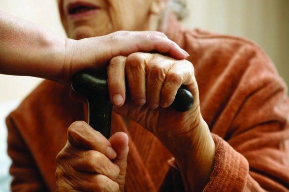 Кабмин перенес обещанное повышение пенсий