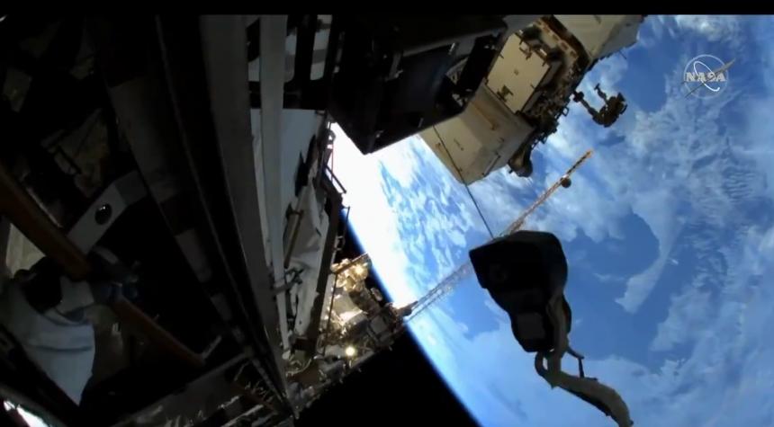 Астронавты NASA вышли в открытый космос. Видео