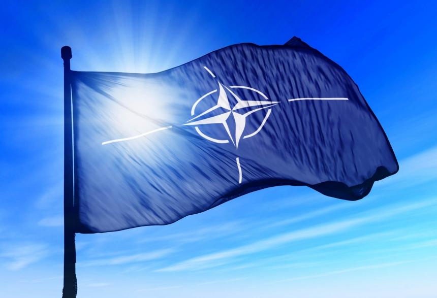 Зеленский поздравил НАТО с днем рождения и попросился в Альянс