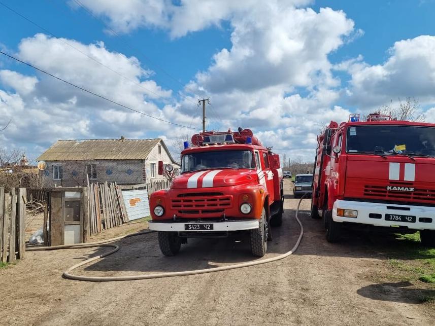 В Николаевской области дети, играя с огнем, подожгли дом