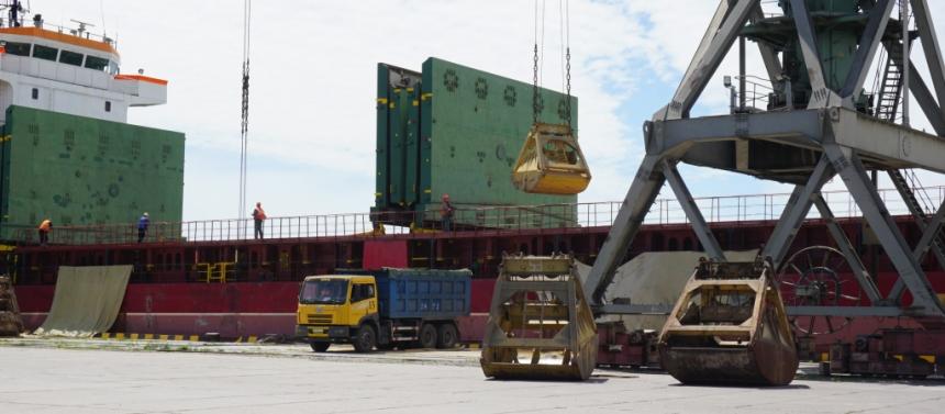 Николаевский морпорт остается лидером в Украине по объемам перевалки масличных