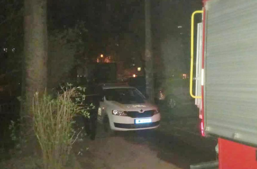 Ночью в Николаеве подожгли квартиру — пожар потушила молодая девушка