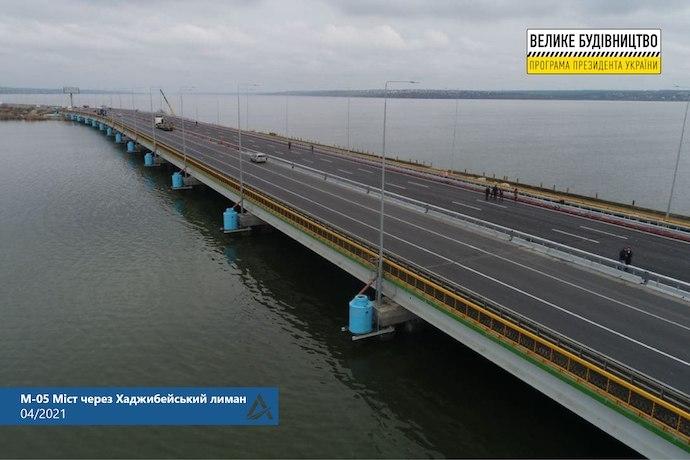 В Украине открыли мост через Хаджибейский лиман