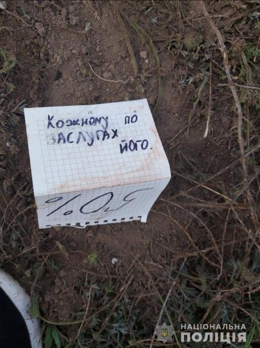 Перерезал себе горло: подробности о найденном на свалке в Очакове военнослужащем