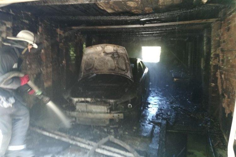 Харьковчанин пытался покончить с собой - закрылся в машине и поджег ее