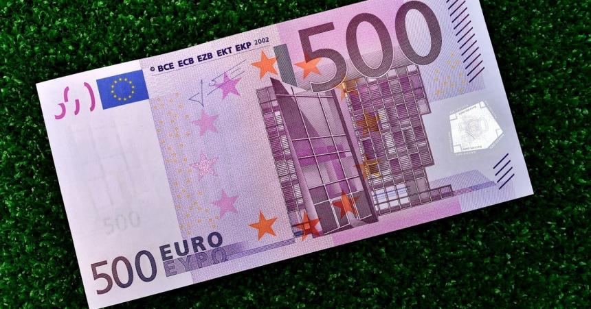 Еврокомиссия может запретить расчеты наличными на сумму более 10 000 евро