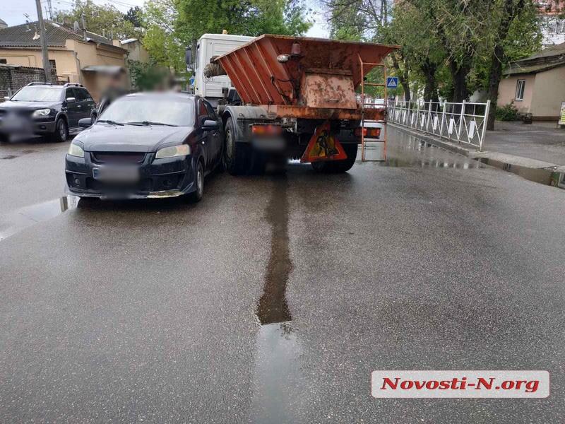 В центре Николаева столкнулись МАЗ «ЭЛУ автодорог» и «Шевроле»